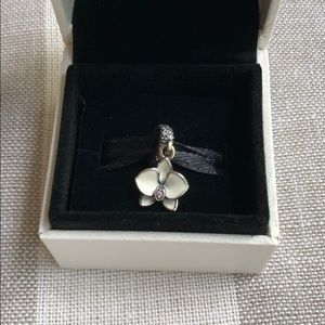 Pandora flower dangle charm
